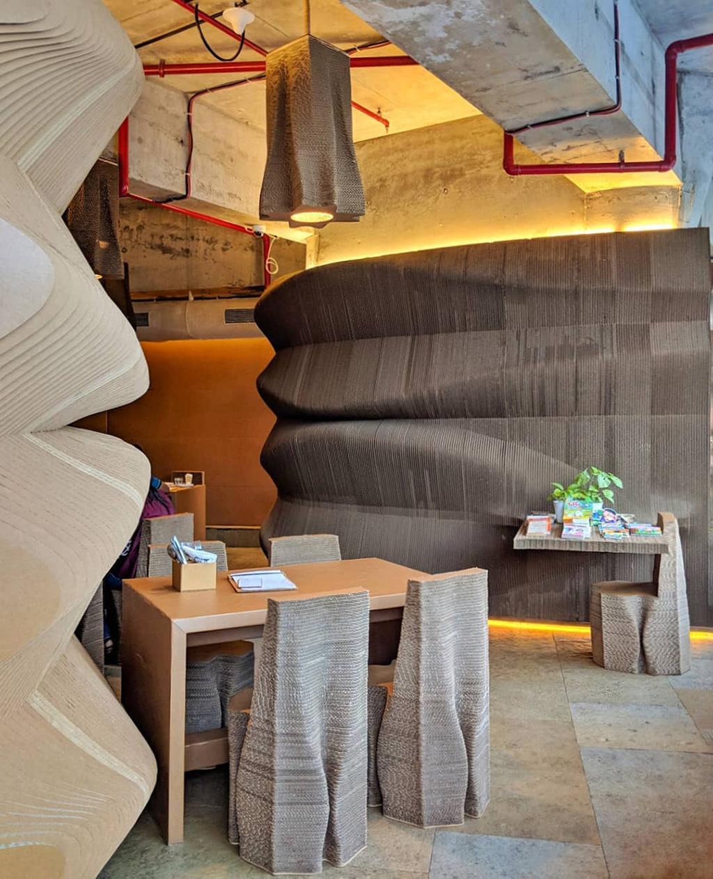 Кафе из гофрированного картоны в Мумбаи