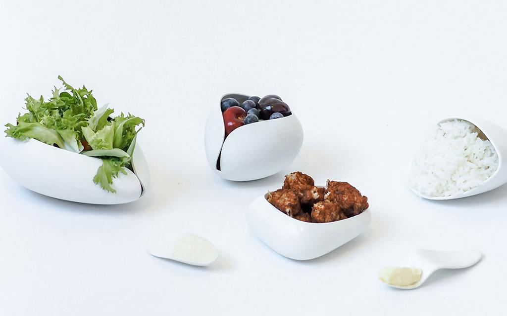 Дизайнер Понсаван (Мо) Вутсаткул (Ponsawan (Mo) Vuthisatkul) презентовала коллекцию посуды The New Normal, которая поможет людям избавиться от лишних килограммов