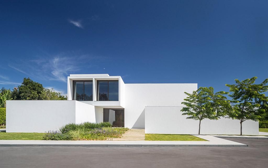 Bloco Arquitetos, Дом Дворов, белый дом